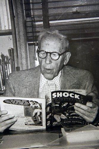 Le Docteur Fred Wertham n'aime pas les comics, mais il les lit quand même !